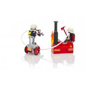 Πυροσβέστες με αντλία νερού (9468)
